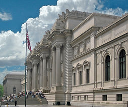 Metropolitan_Museum_of_Art_entrance_NYC.