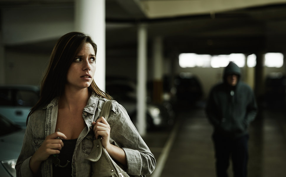 Vrouw gestalkt in Garage