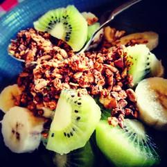 breakfast granola kiwi.jpg