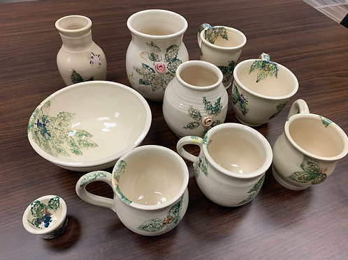 Lot 110 - Pottery set