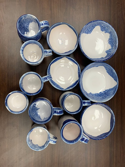 Lot 205 - Blue and white set