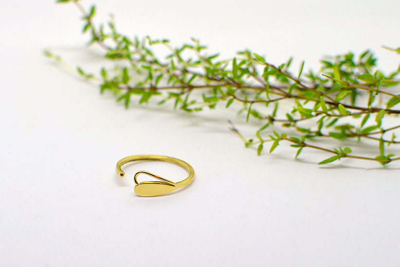Tiny drop - Gold ring