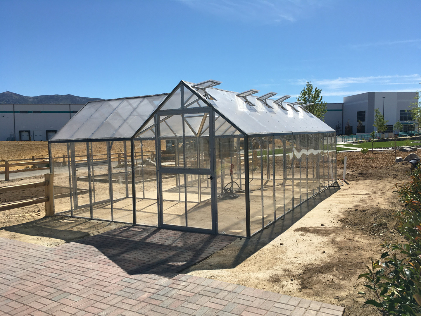Modular Greenhouses - Makita 6
