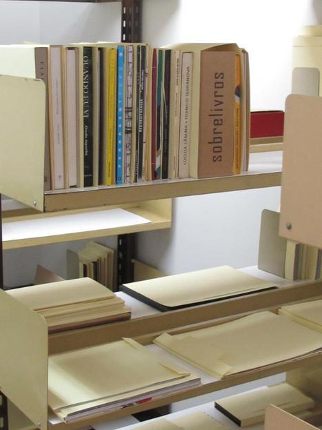 Projeto Brochura na Coleção Especial do Livro de Artista, na Divisão de Coleções Especiais ed