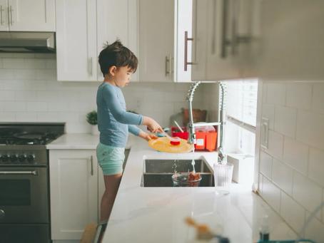 4 Tipps, wie dein Kind lernen kann, zu helfen