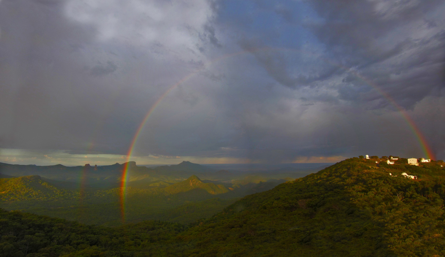 Siding spring rainbow.jpg