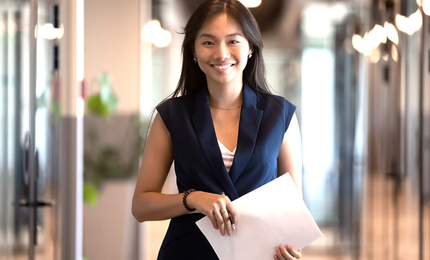 Happy%20smiling%20asian%20businesswoman%