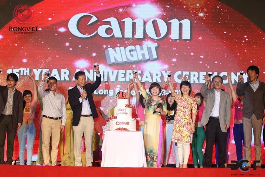 Khu vực sân khấu chính của sự kiện Canon - Công ty sự kiện Rồng Việt
