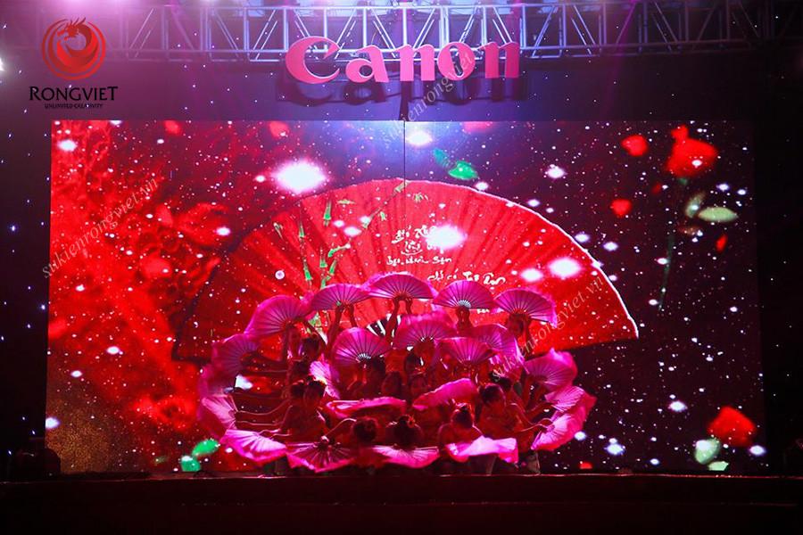 Tiết mục múa quạt trong đêm Canon - Công ty sự kiện Rồng Việt