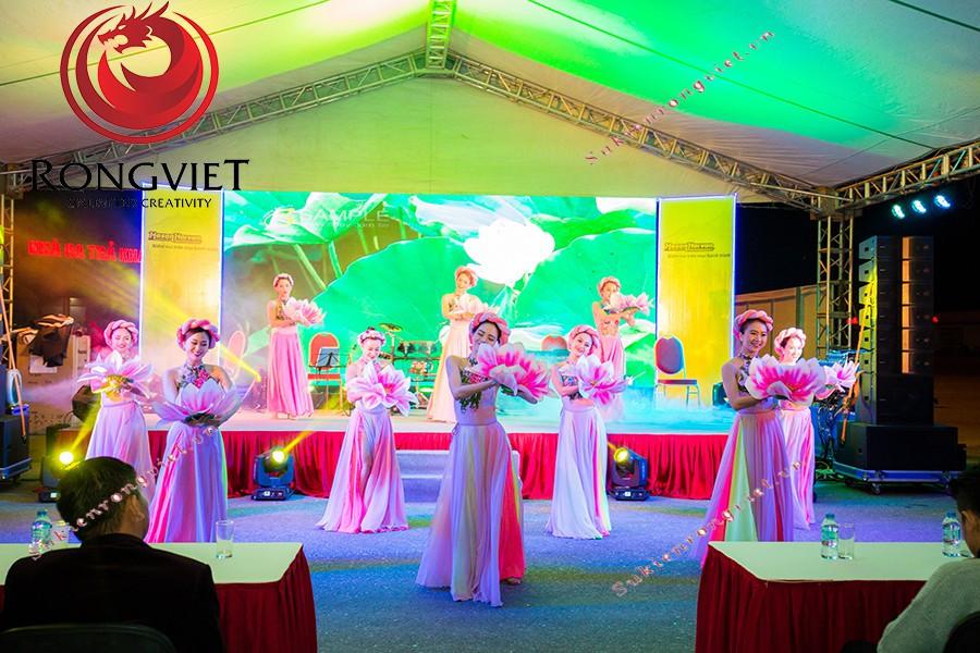 Tiết mục múa dân gian đương đại đến từ đội ngũ nhân sự của Rồng Việt - công ty sự kiện Rồng Việt