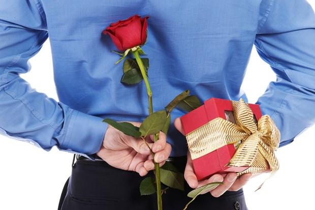 Tặng hoa hồng cho người yêu