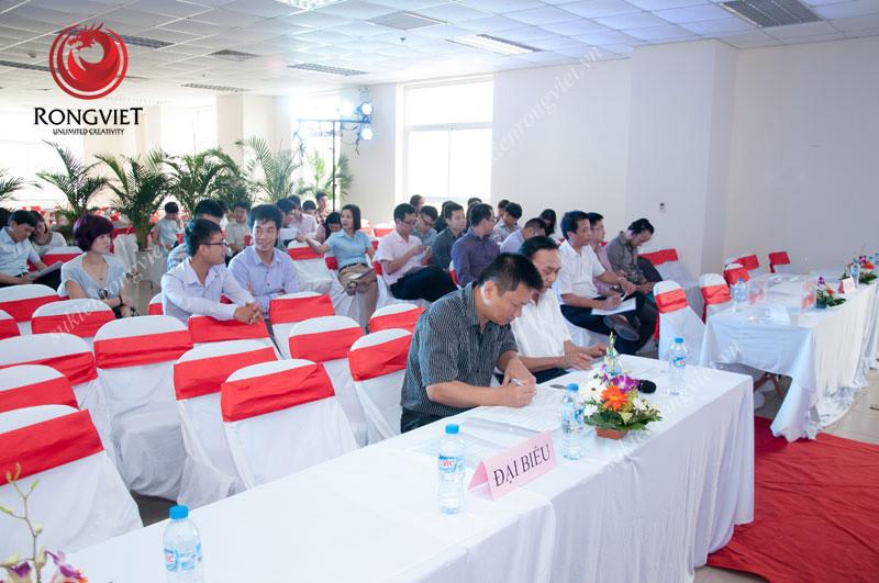 Khu vực khách mời trong sự kiện đại hội cổ đông của Công ty đường sắt phía Nam - Công ty sự kiện Rồng Việt