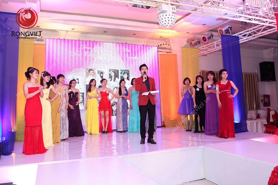 MC Công Tổ chịu trách nhiệm dẫn chương trình trong sự kiện Miss Hoa Thiên Phú - Công ty sự kiện Rồng Việt