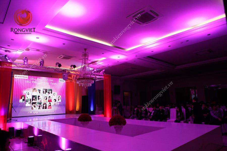 Sân khấu được Rồng Việt thiết kế riêng cho sự kiện Miss Hoa Thiên Phú - Công ty sự kiện Rồng Việt