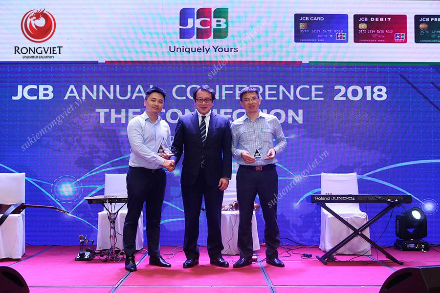 """Lãnh đạo JCB cùng khách mời check in tại buổi lễ tri ân khách hàng """"The Connection 2018"""" - Công ty sự kiện Rồng Việt"""