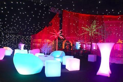 Không gian sự kiện trang trí bằng bàn ghế LED - Công ty tổ chức sự kiện Rồng Việt