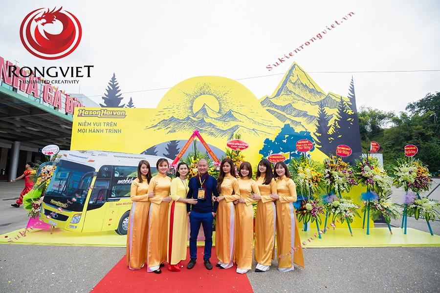 Đội ngũ PG trẻ trung trong sự kiện khai trương tuyến xe VIP Hà Nội - Lào Cai - Công ty sự kiện Rồng Việt