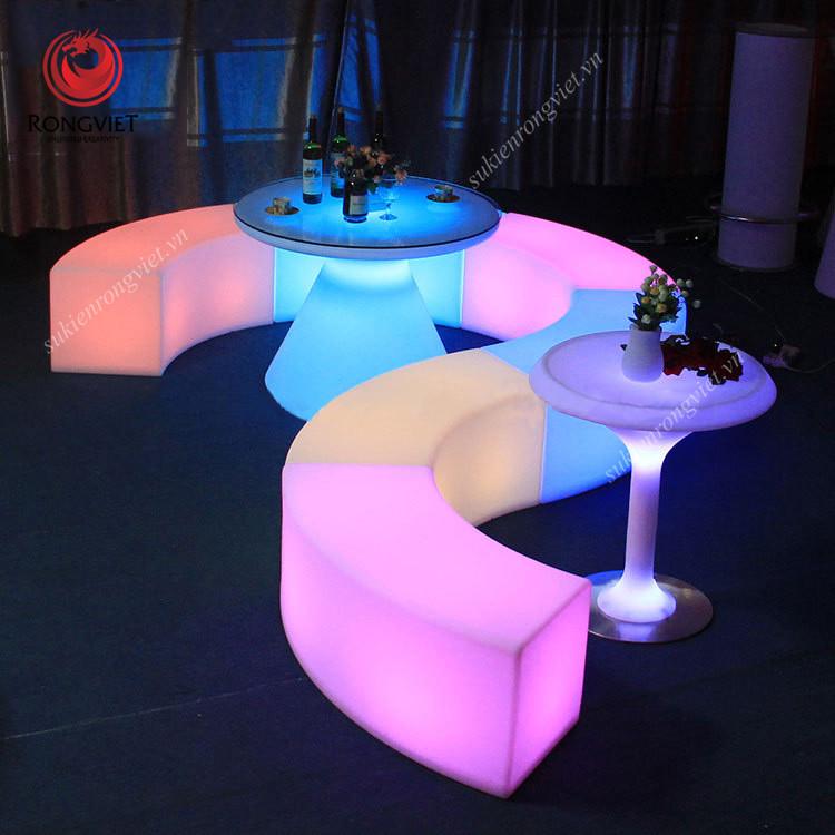 Thiết kế không gian sáng tạo và linh hoạt với bộ ghế bar phát sáng có khả năng tháo lắp - Công ty sự kiện Rồng Việt