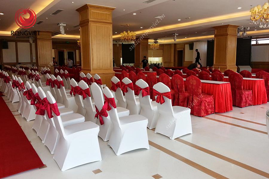 Bàn hội nghị trong lễ khánh thành sân golf Long Biên - Công ty sự kiện Rồng Việt