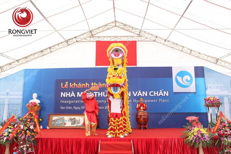 Đội múa lân trong lễ khánh thành - Công ty sự kiện Rồng Việt