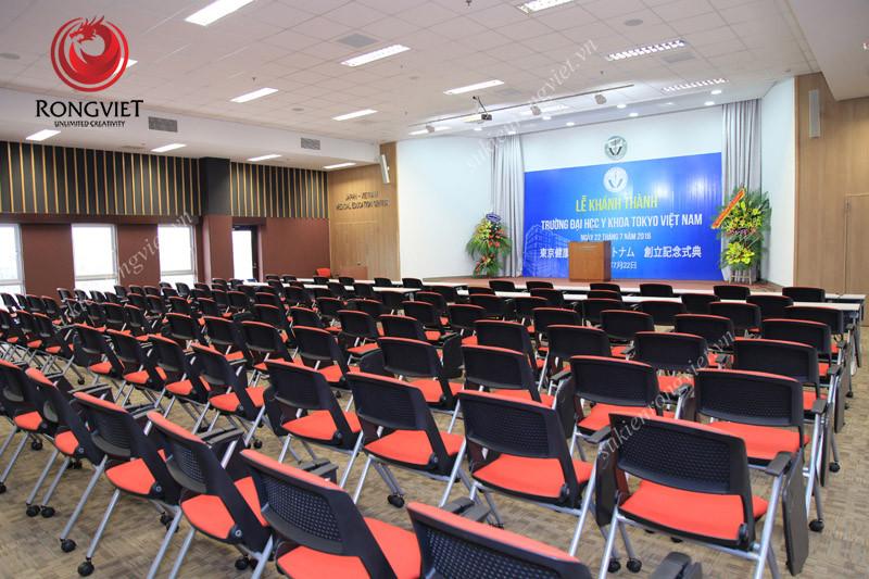 Hội trường nơi diễn ra lễ khánh thành Đại học Y khoa Tokyo - Công ty sự kiện Rồng Việt