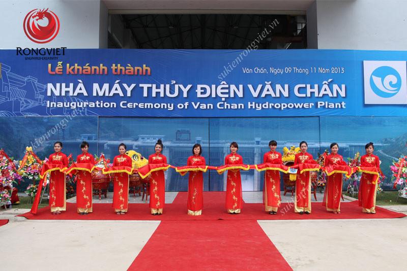 Đội ngũ PG trong nghi lễ cắt băng khánh thành - công ty sự kiện Rồng Việt
