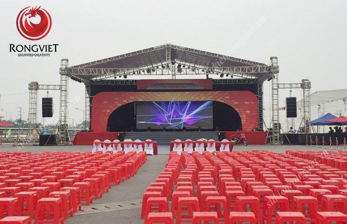 Toàn cảnh khu vực khán đài trước sự kiện - Công ty sự kiện Rồng Việt