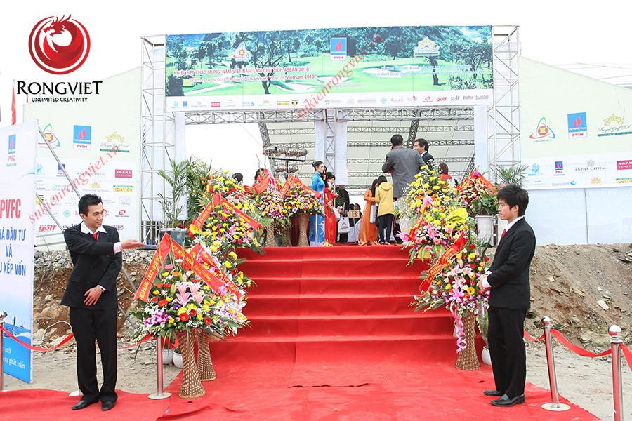 Đội ngũ PG PB tiếp đón ngay từ sảnh của chương trình - Công ty sự kiện Rồng Việt
