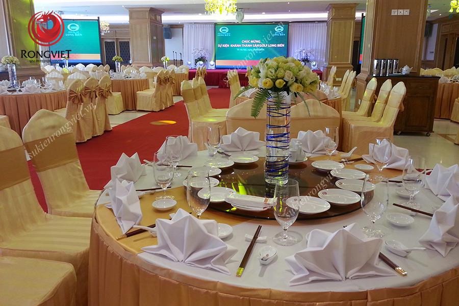 Bàn tiệc trong sự kiện lễ khánh thành sân Golf Long Biên - Công ty sự kiện Rồng Việt