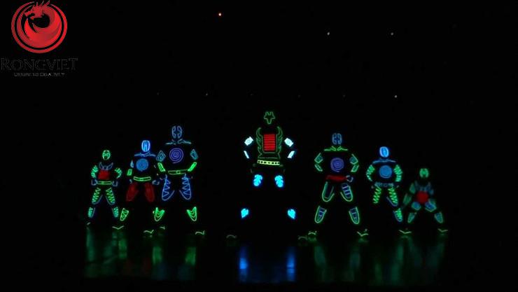 Giới thiệu sản phẩm mới qua tiết mục múa LED táo bạo - Công ty sự kiện Rồng Việt
