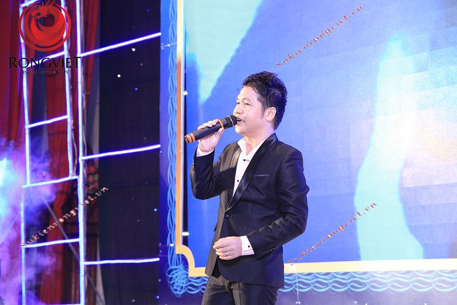 Ca sĩ khách mời  Trọng Tấn được lựa chọn trình diễn cho sự kiện long trọng của VPS - Công ty sự kiện Rồng Việt