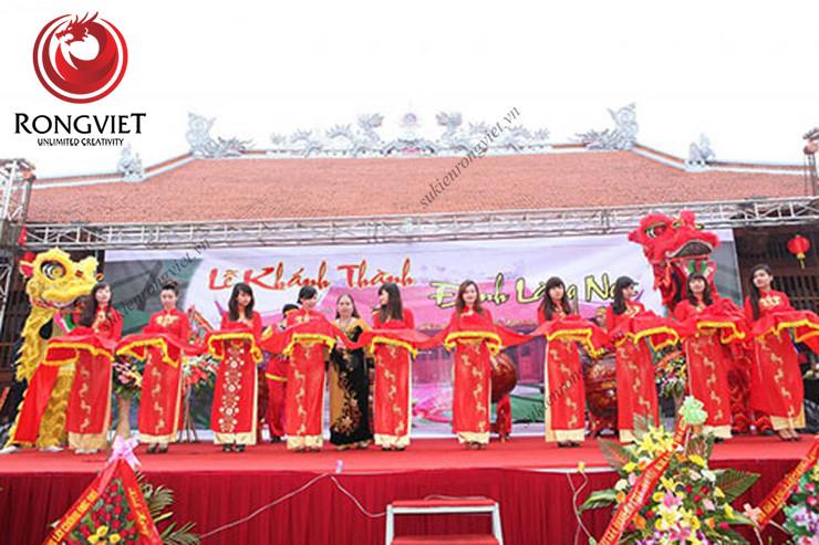 Đội ngũ PG duyên dáng trong trang phục áo dài truyền thống - công ty sự kiện Rồng Việt