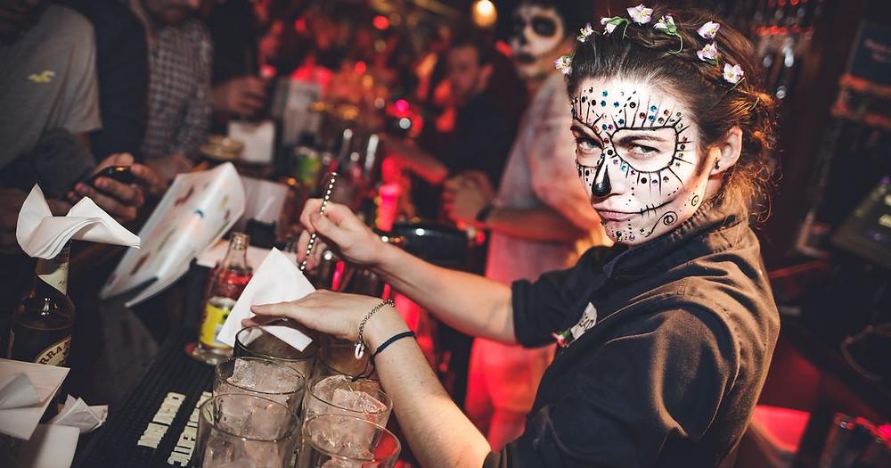 Bạn muốn tổ chức bữa tiệc Halloween thật náo nhiệt ? Không dễ dàng