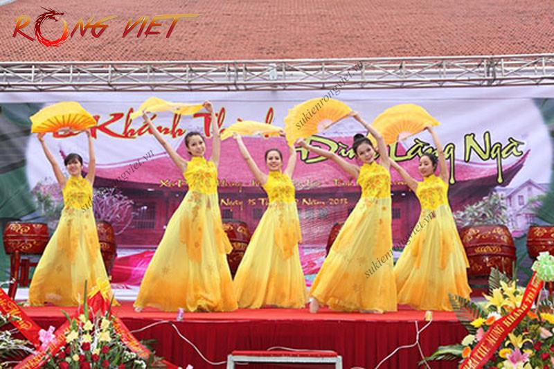 Nhóm múa Cát Trắng biểu diễn trong sự kiện - công ty sự kiện Rồng Việt