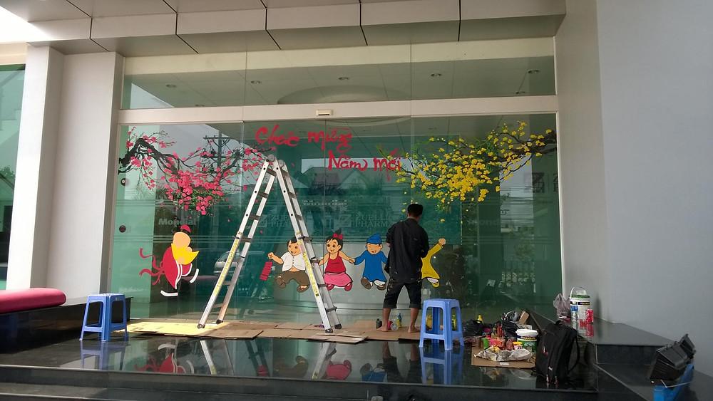 Dịch vụ vẽ trang trí của kính đón Tết Nguyên đán - Công ty tổ chức sự kiện Rồng Việt