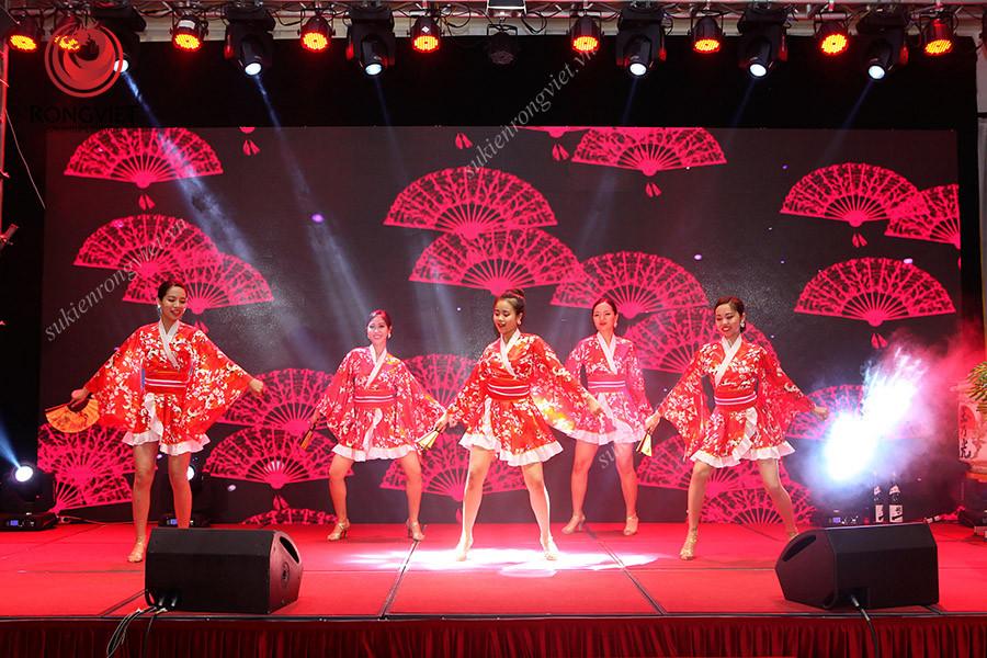 Tiết mục múa quạt truyền thống Nhật Bản - Công ty sự kiện Rồng Việt