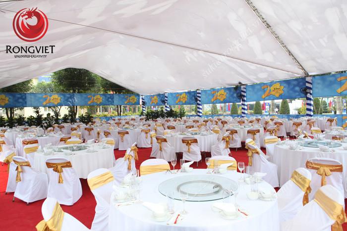 Hệ thống bàn ghế phục vụ tiệc trong lễ kỷ niệm 20 năm thành lập Vicem Hoàng Mai - Công ty sự kiện Rồng Việt