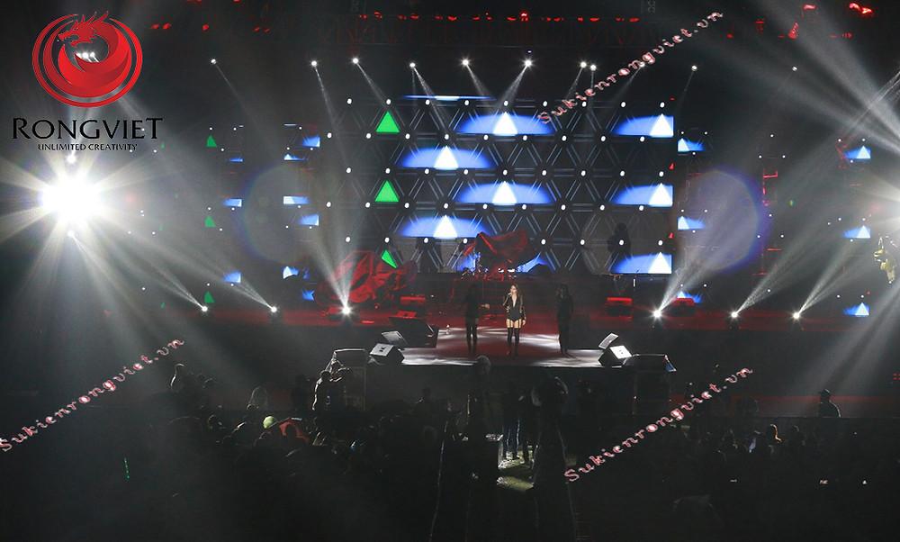 Thi công lắp đặt ánh sáng biểu diễn - sự huyền ảo của công nghệ - công ty sự kiện Rồng Việt