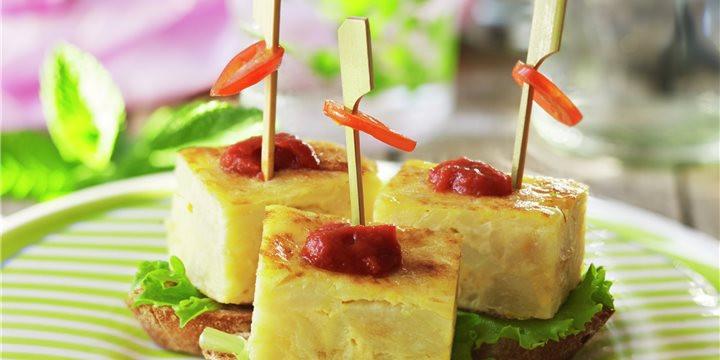 tortilla-de-patata-con-salsa-brava_4391d