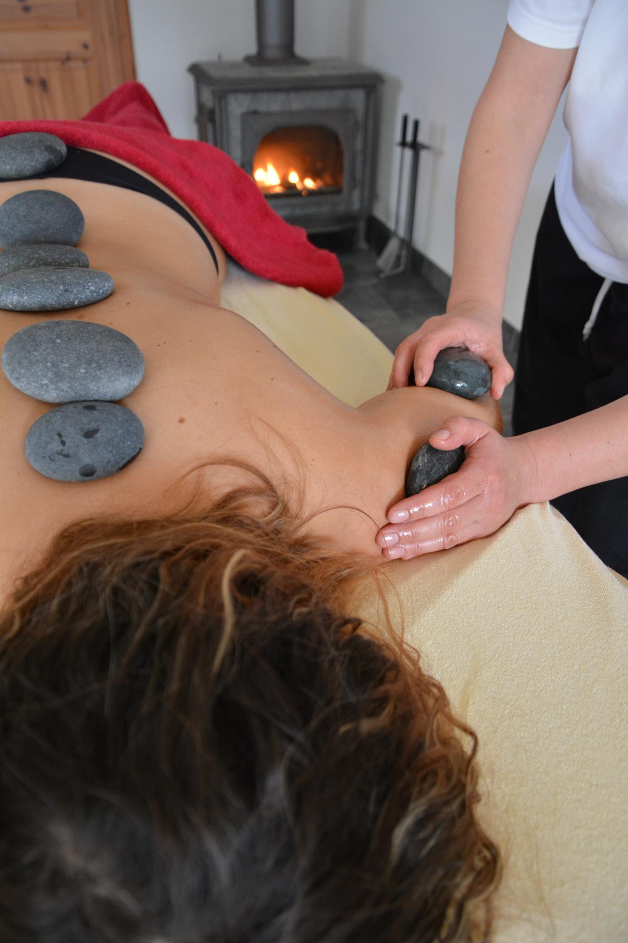 Massages aux pierres chaudes