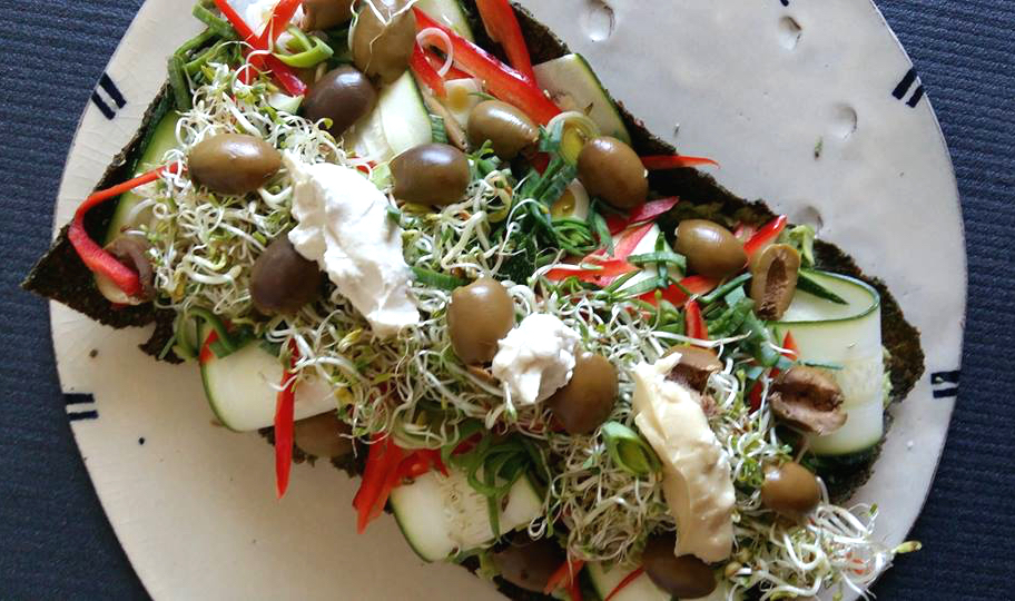 Raw vegan and gluten-free pizza