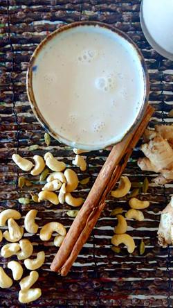 Raw caju chaï milk