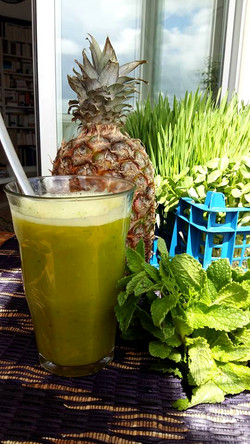 Abacaxi fresh extracted juice