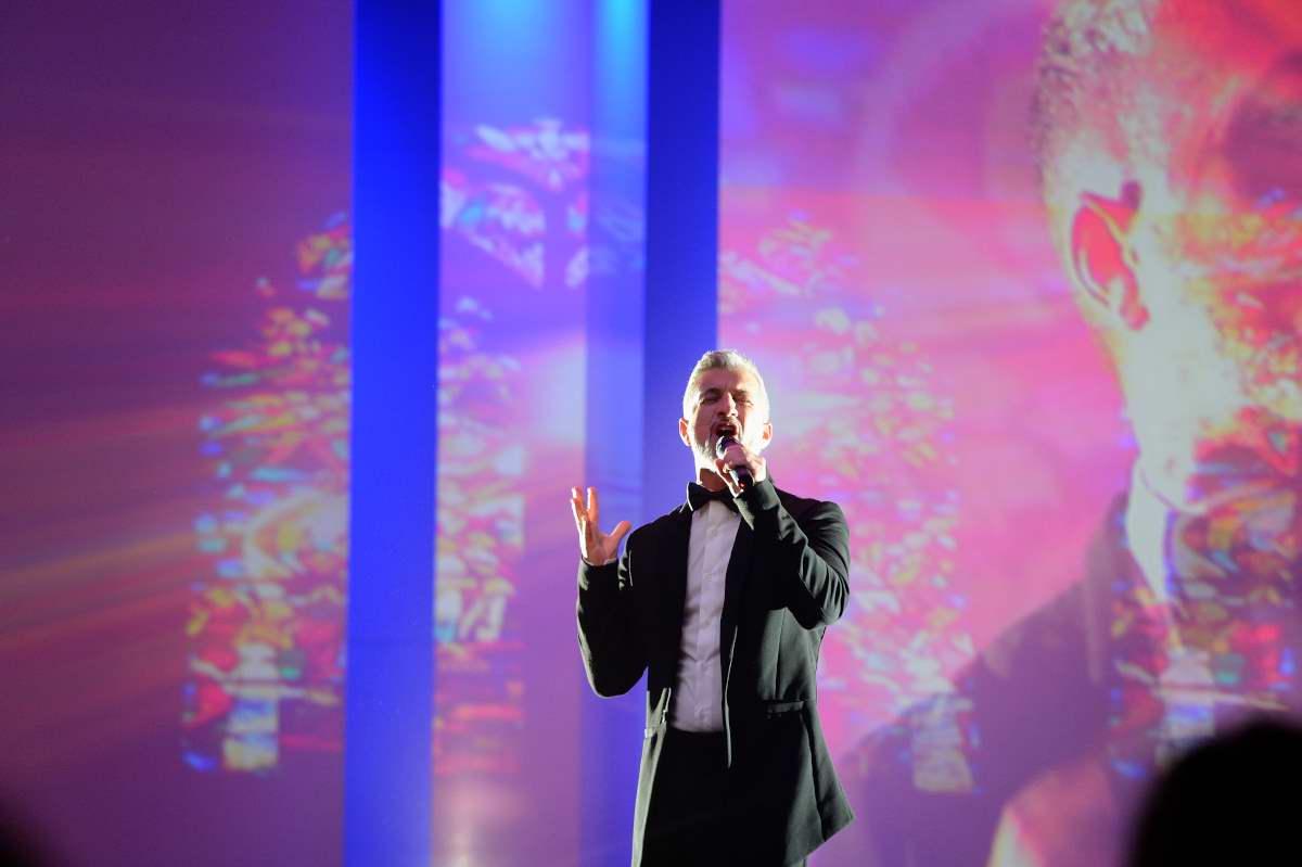 Performing Hallelujah Song