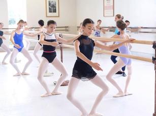 ロイヤル・バレエ・スクール:オンライン集中春季/夏季コース2021とロンドンのバレエ学校のオンラインレッスン