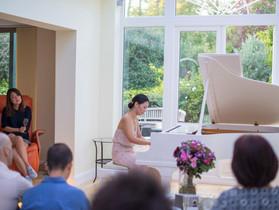 イギリスで活躍する日本人ピアニスト、森麻衣子氏、チャリティー・リサイタル
