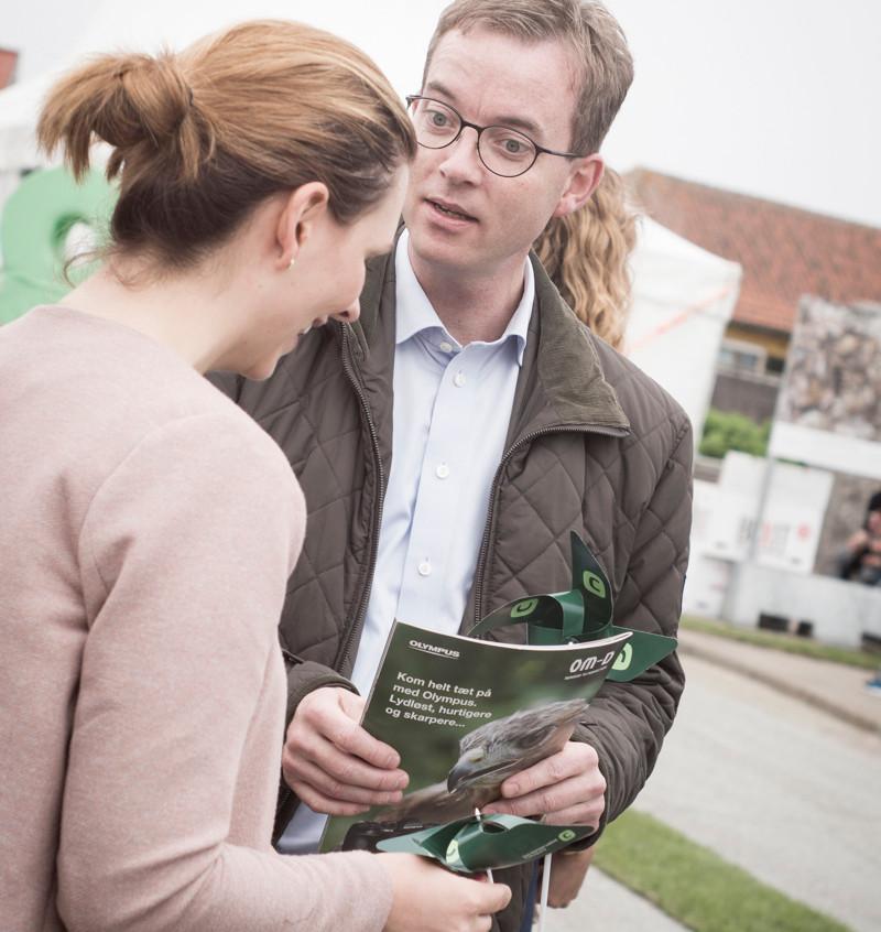 Miljøministeren med fotofestivals magasin