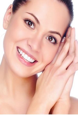 Tratamento que consite em deixar os seus dentes mais brancos. Ele pode ser realizado basicamente de duas maneiras: tratamento realizado no consultório ou tratamento caseiro