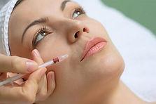 cirurgia plástica moderna que dispõe de várias armas para combater as rugas da face
