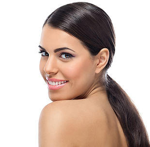 atua principalmente na correção das desarmonias dentais a fim de recuperar a beleza do sorriso